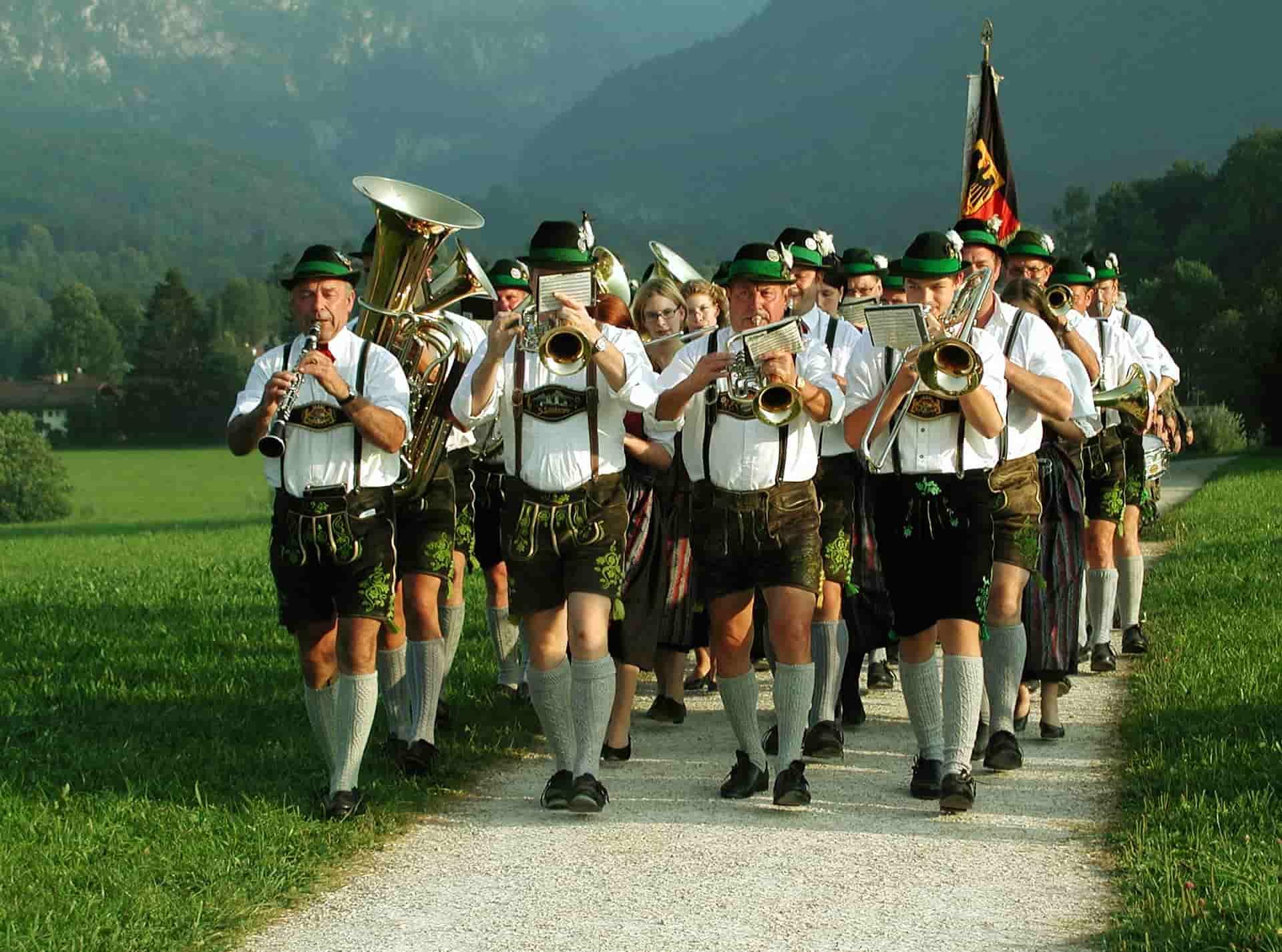 listen to german folk music_how to learn German_ my ten fun ways to learn German_my life in germany_hkwomanabroad-min