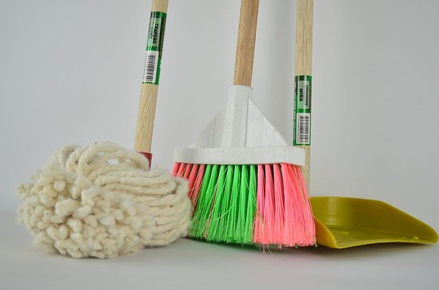 cleaning toilet and kitchen in your new home_42 moving tips_moving locally or internationally_my life in germany_hkwomanabroad