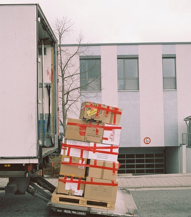 loading your boxes to the moving truck_42 moving tips_moving locally or internationally_my life in germany_hkwomanabroad