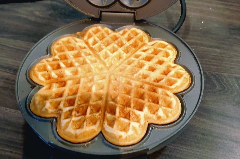 use a waffle maker to make waffles mini_strawberry waffle recipe - strawberry season in Germany_my life in germany_hkwomanabroad-min